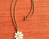 Cute Sarah Coventry Daisy Necklace