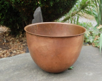 """Vintage Atlas Metal Spinning Company San Francisco 4 1/2"""" Quart Solid Copper Bowl ~ without dings ~ weights 2 lbs"""