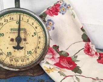 Vintage Table Runner, Cabbage Rose Table Runner, Vintage Flower Table Runner, Vintage Floral Table Runner