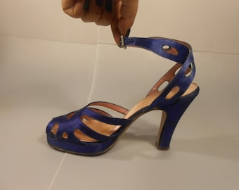 Shopping Royal Debts - Vintage 1940s Royal Blue Silk Satin Platform Pin Up Heels Pumps - 6