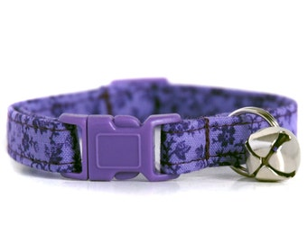 Purple Floral Cat Collar, with a coordinating purple breakaway buckle