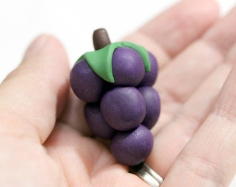 Viticulture Starting player token, board game pieces, game token, board game bits, winemaking game, large grape cluster