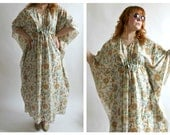 70s Floral Caftan- L- XXL, Flowy Boho Chic Dashiki Hippie Tent Dress, Maxi, Burning Man, Plus Size Vintage