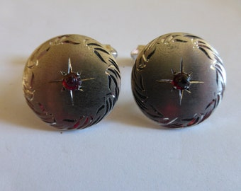 vtg pair round CUFF LINKS Silver Silvertone Chrome Silverplated Red Stone Cabochon sugarloaf Etched Engraved 40's 50's / FREE Shipping usa