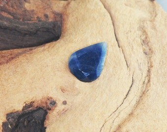 Untreated Blue Sapphire facetted pear cut gemstone, 10 cts