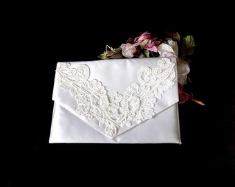 1960s Bridal Clutch or Lingerie Bag in White Satin with Applique