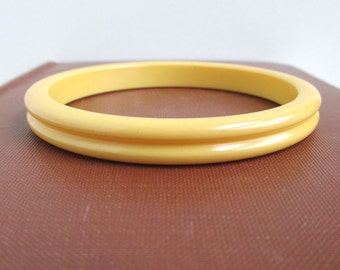Bakelite Bangle Bracelet - Vintage, Yellow w/ Ribbed Edges
