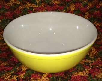 Vintge Pyrex Yellow Bowl - 404 - Largest of the Primary Colors Bowl Set - 4QT. - Amazing Condition