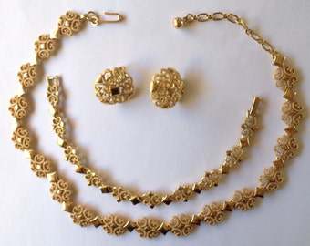Avon Demi Parure Necklace Bracelet Earrings Gold Tone Textured Shiny 1973