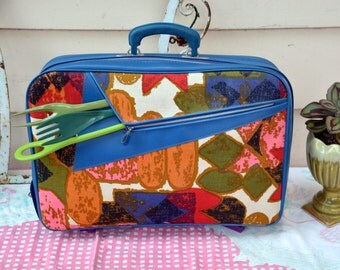 Vintage Psychedelic Mod Suitcase Luggage with Umbrella Pocket: Deadstock 60s - 70s Softside Overnight Travleing Bag in EXC  Condition