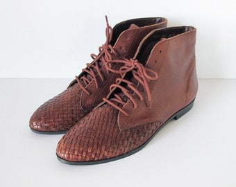 Vintage Chestnut Brown Leather Woven Pointed Toe Flat Lace Up Ankle Boots Booties Womens Size 6.5 Size 7
