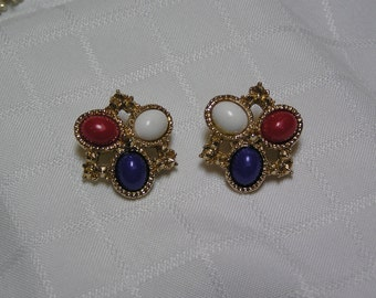 Sarah Coventry Americana Fourth of July Red White Blue clip earrings