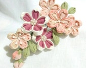 Kanzashi hair comb. Sakura, Cherry blossom. pink sakura, Tsumami Zaiku, Japanese, traditional, hair ornament. kanzashi flower.