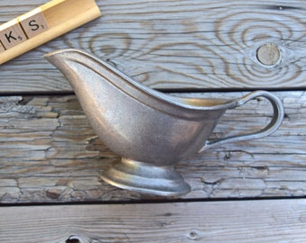 Gravy boat Wilton Armetale RWP Plough Tavern Hollowware rustic primitive kitchenware farmhouse colonial decor USA collectible Thanksgiving