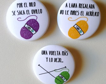 Knitting and yarn badges, set of 3, spanish sayings, knitter pinback buttons