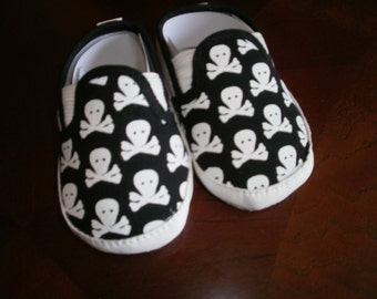 Baby Skull Crib Shoes, Canvas Shoes, Black Canvas Skulls Shoes, Crib Skulls Shoes, Baby Shoes, Crib Shoes