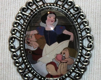 Disney Snow White and the Seven Dwarves Silver Filigree Necklace Vintage Golden Book Princess