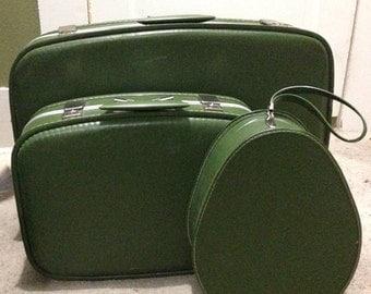 Hard sided 1960s 3 Piece Luggage Set