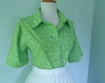Vintage Light Green Cotton 1950s 1960s Atomic Floral Print Button Down Short Sleeve Blouse