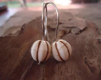 GROVED HARNESS HOWLITE - natural earrings long hooks (1626)