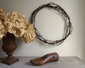 Barbed Wire Wreath | Antique Weathered Rusty Patina | Rustic Wall Hanging | Primitive Farmhouse Decor