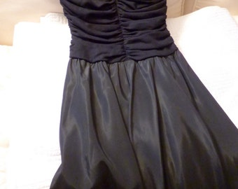 Vintage 1960s Black Cocktail Party Dress Size 4-6ish