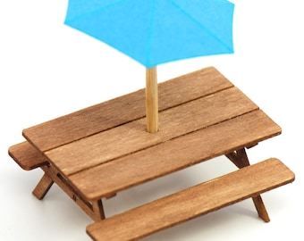 1:48 Picnic Table with Umbrella Kit NEW!