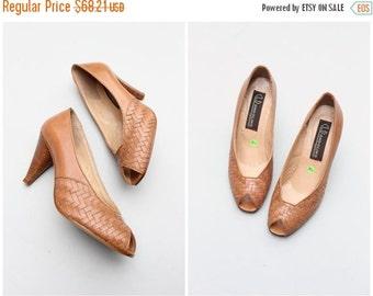 SALE / deadstock NOS 80s peeptoe heels - tan leather woven shoes / Bandolino - vintage 70s . 80s ladies heels / Made in Italy - ladies 8.5 1