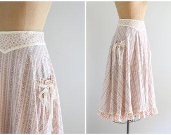 Jessica's Gunnies skirt - 70s Gunnie Sax prairie skirt - lilac floral print skirt / vintage 80s calico skirt - country skirt / Dolly Kei