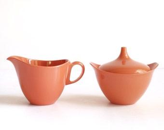Vintage creamer and sugar bowl, Oneida Deluxe plastic, coral, burnt orange, melmac style, melamine, lidded, midcentury 1950s, 1960s, 1970s