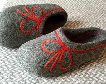 Felted Wool Slippers. Hand made. Charcoal Gray with red decor. Size EU 38 ready to ship!