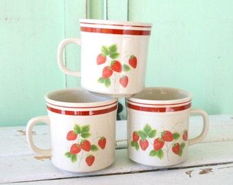 Vintage Wild STRAWBERRY Mug Set of 3....retro housewares. strawberry. daisy. drink. serve. kitsch. coffee mug. tea. set of mugs. gift. berry