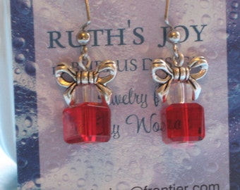 Holiday Christmas Gift Earrings Cubes Bow