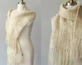 1970s vintage scarf / cream wool scarf / fringed scarf