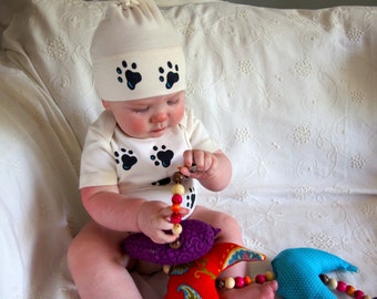 Puppy dog paw print Organic Cotton baby bodysuits and matching hat clothing sets for new baby, baby shower gift