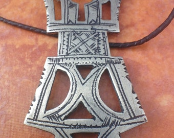 Tuareg Amulet with Tifinagh signs at the back & Leather Cord