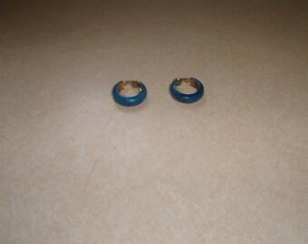 vintage clip on earrings goldtone hoops blue swirl enamel