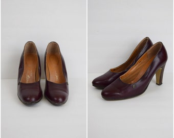 Vintage Etienne Aigner mahogany leather high heel pumps / retro high heeled shoes