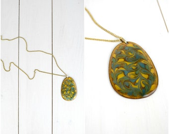 Vintage painted enamel gold tone metal chain necklace / blue floral pendant swirl necklace