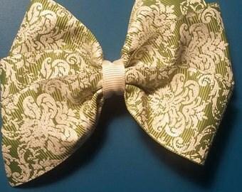 green damask pinwheel bow