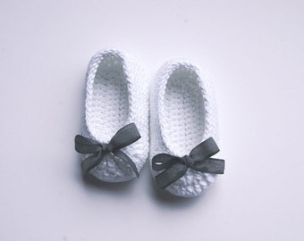 Crochet baby shoes. Mary Jane shoes. Baby girl crochet shoes. Baby gift. Baby shower gift. Crochet shoes. Scarpe crochet. Patucos.