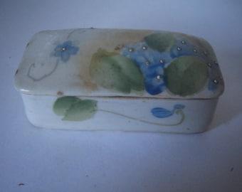 Vintage / Porcelain  ring/trinket box