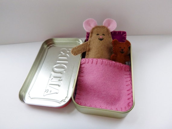 Wee Mouse Tin House - felt mouse in Altoids tin - taupe mouse w/ purple & pink bedding - travel toy - pocket toy - purse toy  ready to ship