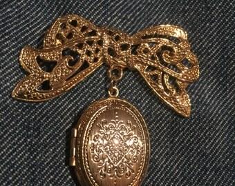 Locket Brooch pin Vintage jewelry Goldtone