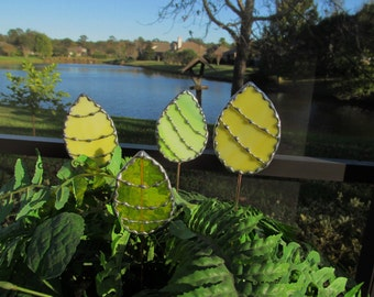 Stained Glass Easter Egg Garden Stake/Garden Marker in Yellow Swirl Opalescent Glass - Medium Egg Plant Stake