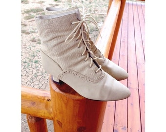 VINTAGE Victorian white lace up ankle boots size 6.5