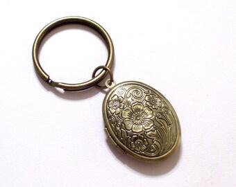 Antiqued Brass Floral Locket Keychain, Bronze Floral Locket, Flower Locket, Oval Brass Locket, Antiqued Brass Plated Key Ring