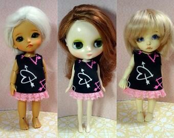Heart with arrow black dress for Lati Yellow/ Middie Blythe/ Pukifee doll