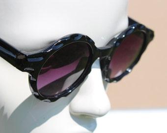 Round Vintage Sunglasses - rounded circle Glasses- circular frame retro sunglasses -classic black -fashion -scalloped wavy shaped edge retro