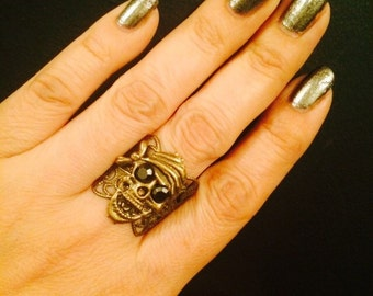Pirate skull ring made in brass color filigree metal,hematite crystal eyes,sizable.